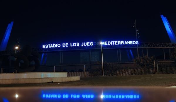 El Estadio Mediterráneo se tiñe de azul coincidiendo con el Día del Autismo