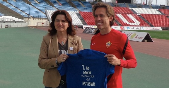 La UD Almería colabora con Dárata en el Día Internacional del Autismo